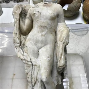 Archaeologists unearth headless Aphrodite statue in Thessaloniki